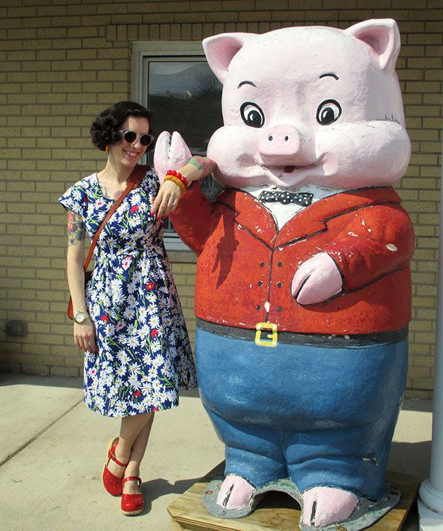 Antiquing, a huge pig, a garden party dress & Indie Untangled launch   By Gum, By Golly