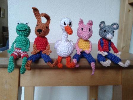 Ruim 2 jaar geleden vond ik op dit blog  gehaakte vingerpoppetjes van Kikker en zijn vriendjes. Kikker is natuurlijk erg leuk, alleen werd m...
