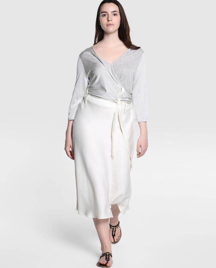 Falda de mujer talla grande Síntesis XXL corta en color crudo. El corte inglés. 89,99€