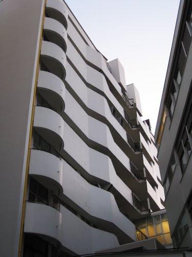 Luigi Moretti, Corso Italia 15, Complesso edilizio per uffici ed abitazioni, Facciata