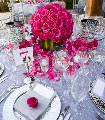 The tables each had a centerpiece of 200 coral-colored roses set in a glass vase wrapped with banana leaves. These were surrounded by beautiful Mexican cracked-mirror candle holders, with tea lights sprinkled throughout.