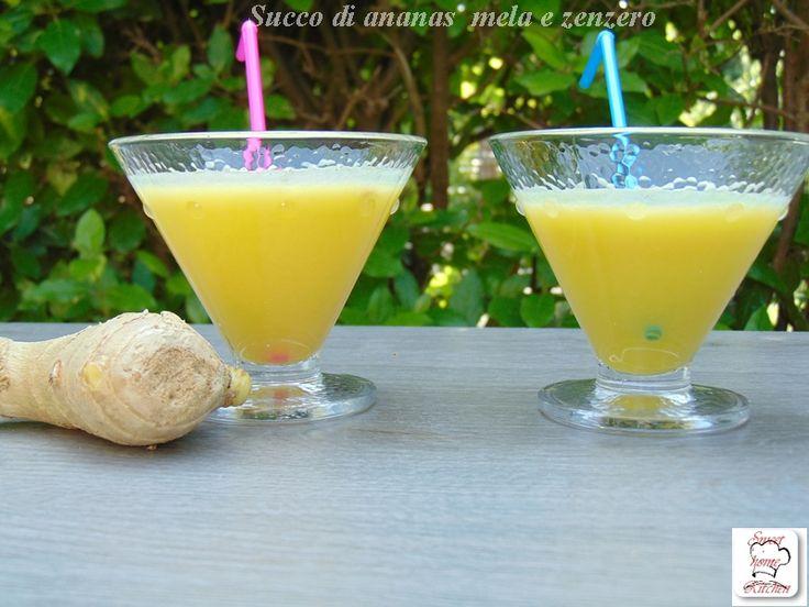 Il succo di ananas mela e zenzero è un succo fresco e dissetante ideale per iniziare la giornata o per un break pomeridiano.