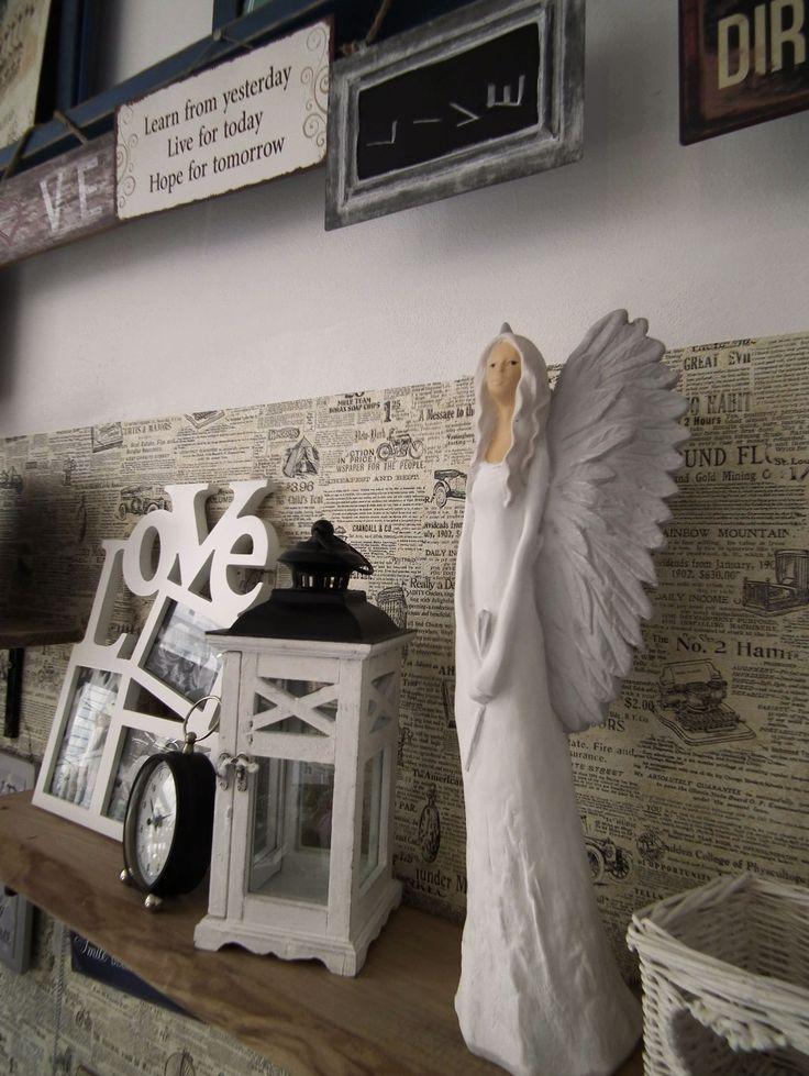 Novinky v obchodě - anděl držící květinu. http://www.Niels-Decor.cz