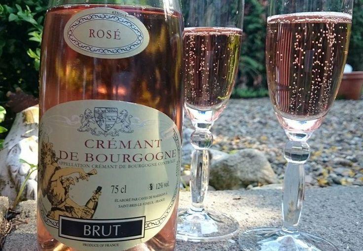 Ein Crémant de Bourgogne Rosé ist der ideale Begleiter von langen Abenden auf der Terrasse!