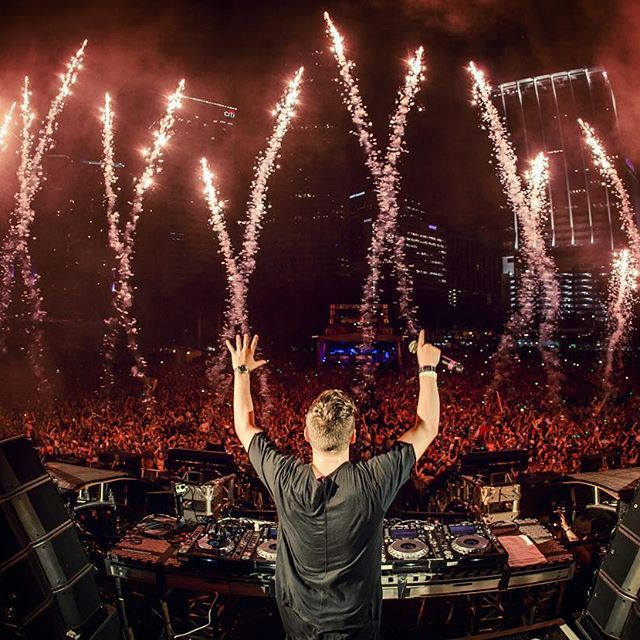 Martin Garrix @ UMF 2016 I love his set  there was so much new music. I think he is one of the best Dj's in the world and for me he is the King of EDM