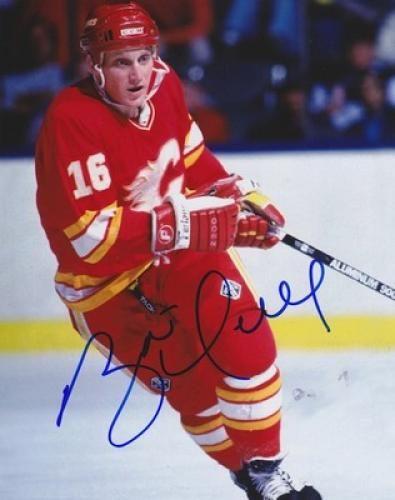 Brett Hull Autographed 8x10 Photo - Sports Memorabilia