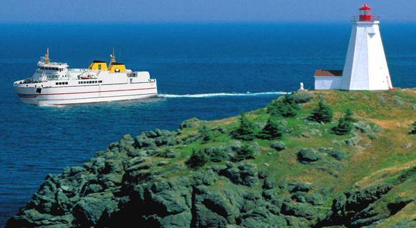 Vous rêvez de voir des baleines pour de vrai? Prenez le traversier qui vous emmène sur l'île Grand Manan et vous pourriez le réaliser! Nouveau Brunswick, vacances au Canada #ExploreNB