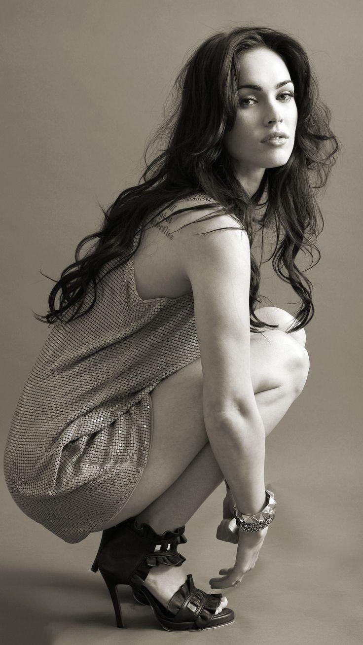 Megan Fox 2019 Monochrome Mobile Wallpaper (iPhone