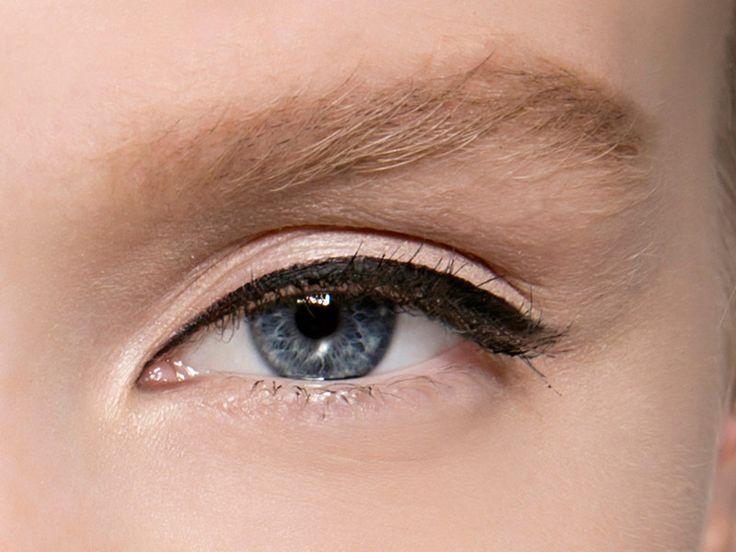 Abfallende Augenwinkel