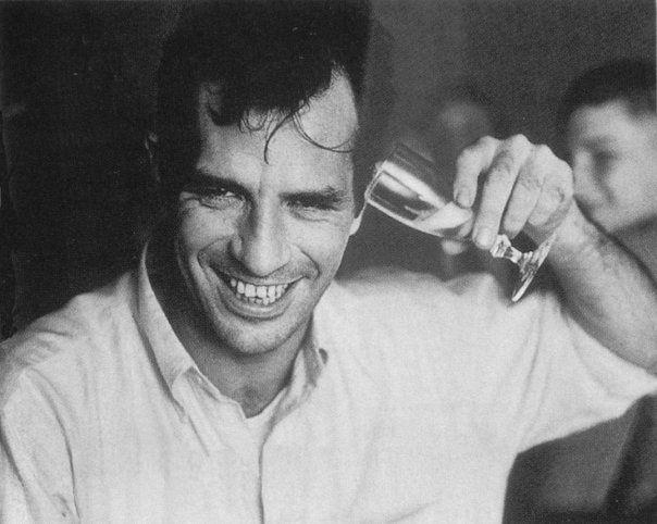 Jack Kerouac, campeão na modalidade levantamento de copo