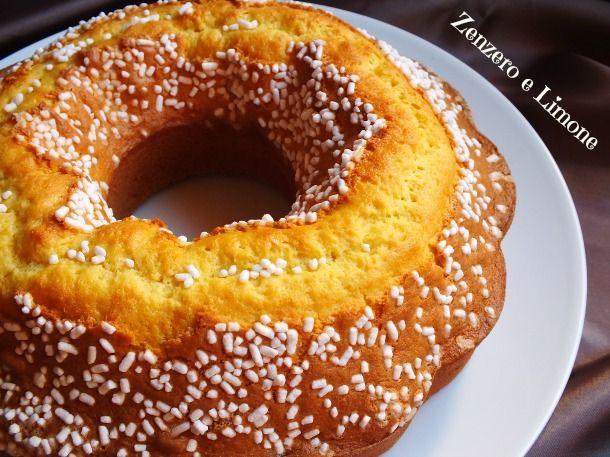 Questo ciambellone è un dolce perfetto per la prima colazione o la merenda. Può essere aromatizzato con scorza di arancia, di limone o con della vaniglia