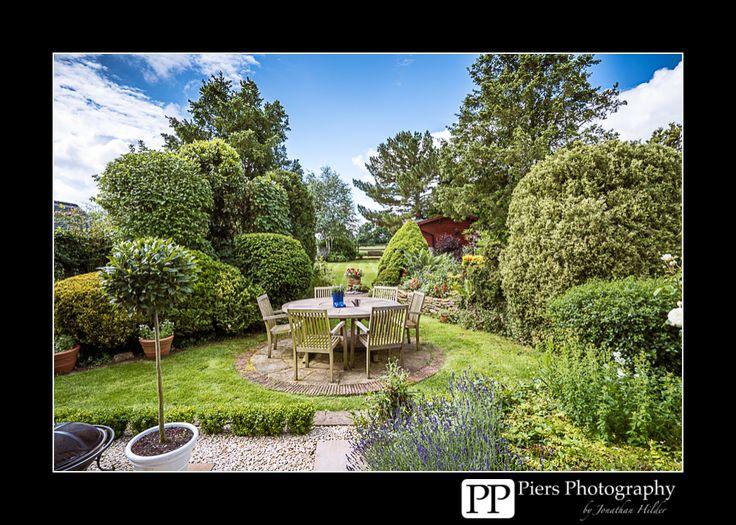 Studio and summer garden at PiersPhoto in Naphill