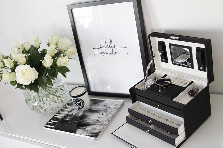 Therez.se - #white #roses #jewelrybox #inhaleexhale #sealoe #bymalenebirger #hermes