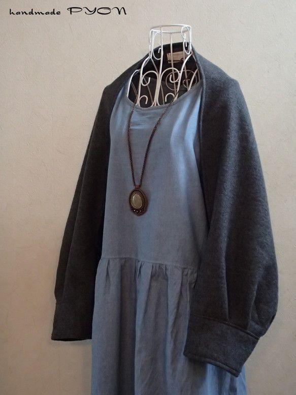 ご覧頂き有り難うございます。軽くて、暖かい、織物の圧縮ウールで作ったマーガレットです。お色は、濃いめの杢グレーです。前回出品させて頂きました、ブラウンの物に比... ハンドメイド、手作り、手仕事品の通販・販売・購入ならCreema。
