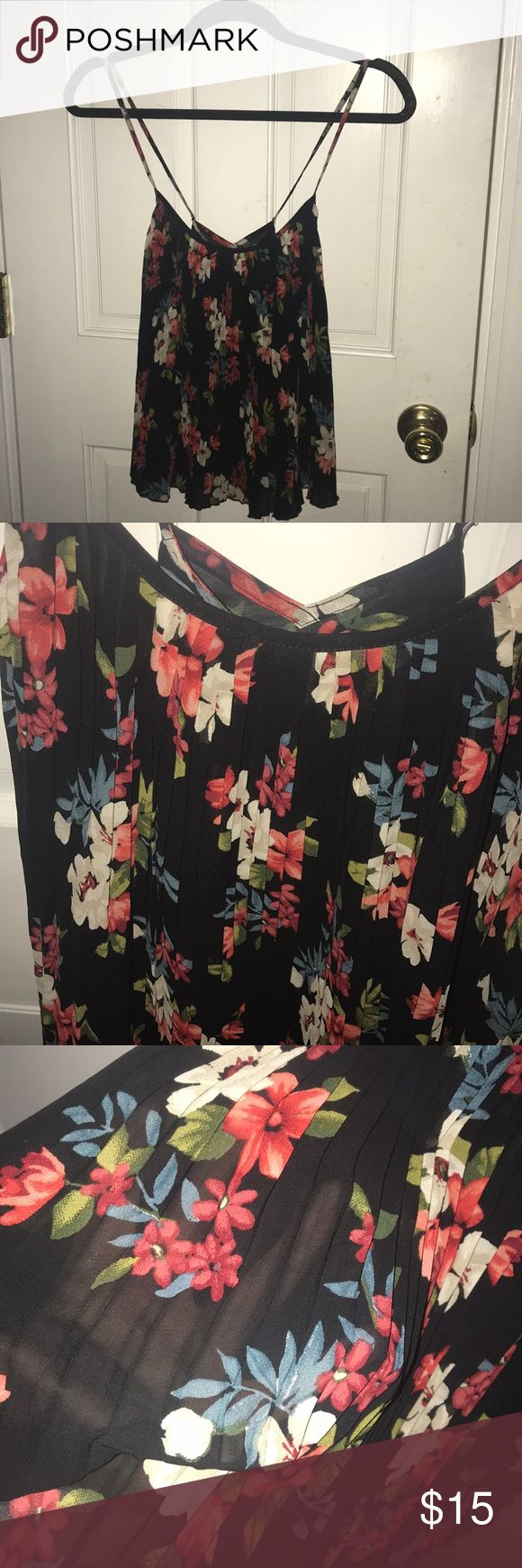 🌼CROSS BACK HOLLISTER TOP🌼 Really cute top the third picture is to show you how sheer the material is, beautiful pleating in the front and such a gorgeous top been worn twice❣️ Says size is xs but to me it fits more like a small (I am a size small and it fits me perfect) Hollister Tops Tank Tops