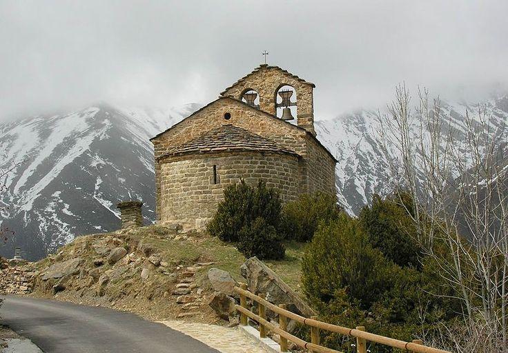 Ermita romànica de Sant Quirc de Durro, a la Vall de Boí. Pirineu català (Catalonia)