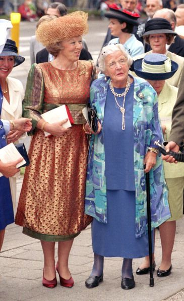 Queen Beatrix and Princess Juliana, May 30, 1989 at the wedding of Prince Maurits and Princess Marilène of Orange-Nassau; this was Princess Juliana's final public appearance.