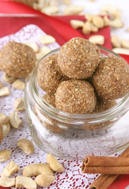 Chewy Gingersnap Cookie Dough Balls (vegan, gluten-free) #VeganHolidayRecipes