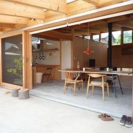 群馬県太田市・芝屋根住宅-1|mat houseの部屋 深い軒のかかったテラス