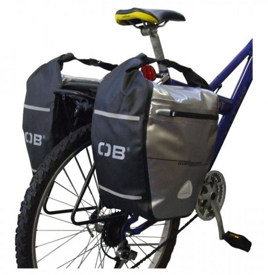 Geanta cu sistem de ataşare pentru roţile din spate ale bicicletei.Această geantă de 16 litri protejază conţinutul de apă, praf şi noroi.