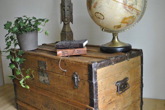 Ancienne malle de voyage en bois