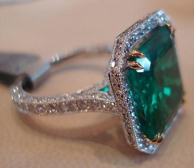 looks like a pretty nice ring for a pretty nice irish girl i know.
