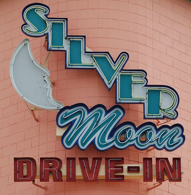 'Silver Moon Drive-In' Theatre: Lakeland, Florida / photo by drewcjm