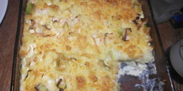 Kartofler og porre er en klassisk kombination som altid fungerer, også i denne kartoffelgratin. Den kan både serveres som tilbehør eller hovedret.