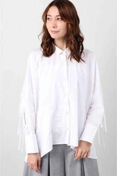 uemulo munenoli 袖リボン付シャツ  uemulo munenoli 袖リボン付シャツ 32400 2016AW FIGARO Paris たっぷりとしたシルエットでマニッシュなメンズっぽさがあるシャツ コンパクトなカラーやすっきりとした袖口のシルエット抜け感のある衿元は女性らしさをぐっと引き出してくれます シャツに特化したブランドならではのディテールへのこだわりが感じられます なんといってもポイントはバックスタイル 腕がチラリと見えるお袖のデザインが魅力 リボンがアクセントになりいつものシャツスタイルも一段とオシャレにクラスアップしてくれます お袖が開き肌がちらりと見える女性ならではのセクシーさとカッティングのエレガントさ たっぷりとした素材感には少しメンズっぽさも感じられるまさにFIGARO Paris今季のテーマLady&Dandyにぴったりです uemulo munenoli 上榁むねのりによるレディースシャツブランド 福島県出身大学を卒業後1996年イタリアに渡り2002年ヨーロッパ最大級のデザイン総合校ミラノのIEDファッションコースを主席で卒業…