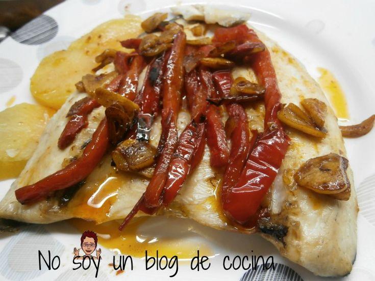 No soy un blog de cocina: LUBINA A LA ESPALDA CON PIMIENTOS ROJOS