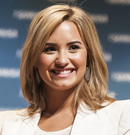 hair style for curly demi lovato medium length hairstyle casual 3204