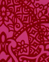 Illrosa med röd sammet. Tapet Byzantine Carnelian från Black Edition