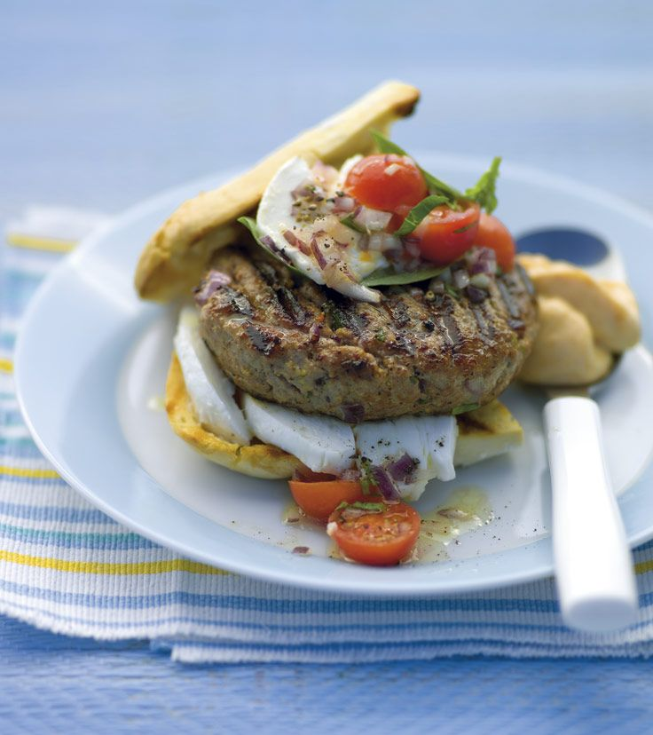 Burgery wołowe z majonezem, papryką i salsą. Kuchnia Lidla - Lidl Polska. #lidl #grillandfun #burger
