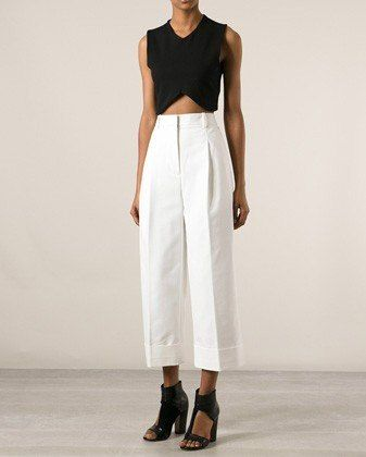 Inspires me of a multitude of ways to style my beige cotton pants in a minimalistic way.