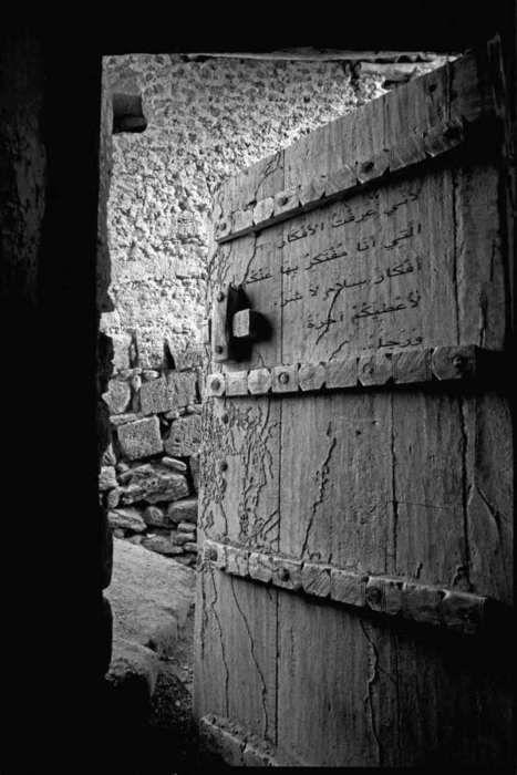 Wonder what is written on that door. Me too.................