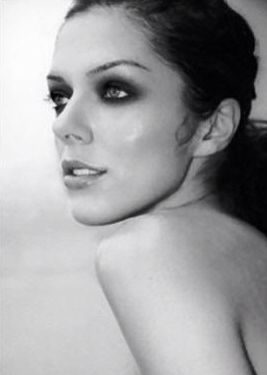 This is Adrianne Curry.she won season 1 of ANTM