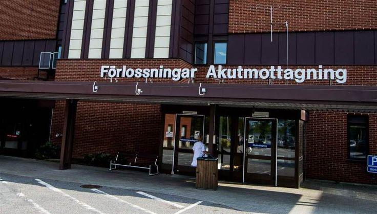 Det råder allvarlig brist på sjuksköterskor inom Region Skåne. I dag saknas 305 sjuksköterskor och 167 vårdplatser har stängts ner. – Jag har aldrig hört talas om en så hög siffra. Det måste vara någon form av bottenrekord, säger Mats Runsten, avdelningsordförande för Vårdförbundet i Skåne.