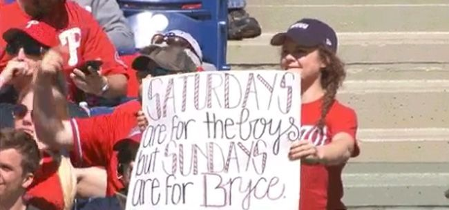 Tessa Sayers shows her sign to Bryce Harper on Sunday. (Via Twitter screenshot)  Tessa Sayers is something of an expert when it comes to procuring souvenirs from Bryce Harper. It's all about the sign. The Nationals dropped their series finale against the Phillies on Sunday in Philadelphia,...  http://usa.swengen.com/sign-helps-bryce-harper-fan-who-once-asked-him-to-prom-score-another-souvenir/