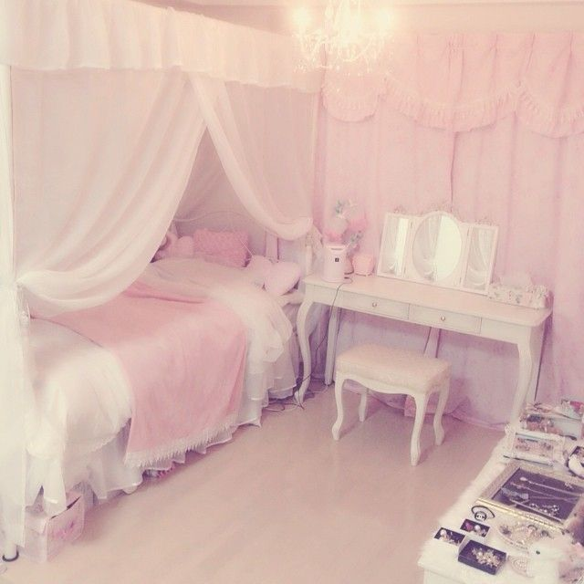 Best 25 kawaii bedroom ideas on pinterest kawaii room for Princess style bedroom ideas