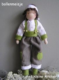 Viltpakket Het bollenmeisje wordt gemaakt van tricot. De kleding is van 100% wolvilt en 100% linnen gemaakt. Het vraagt enige ervaring om deze pop te maken. Ze wordt ongeveer 18 cm. hoog.   http://www.bijviltenzo.nl/a-13874727/lente/pakket-ka-bollenmeisje-van-het-kleine-atelier/