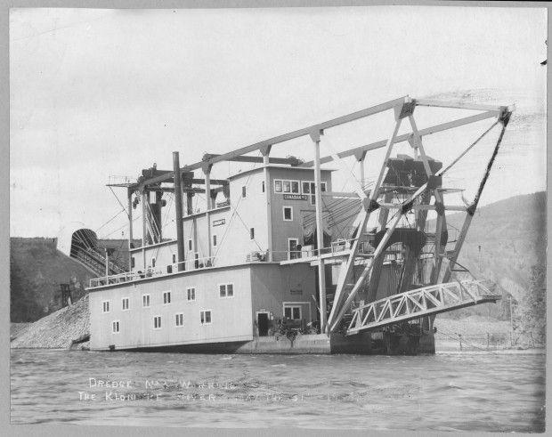 Retronaut - 1915 - Gold dredger on the Klondike river