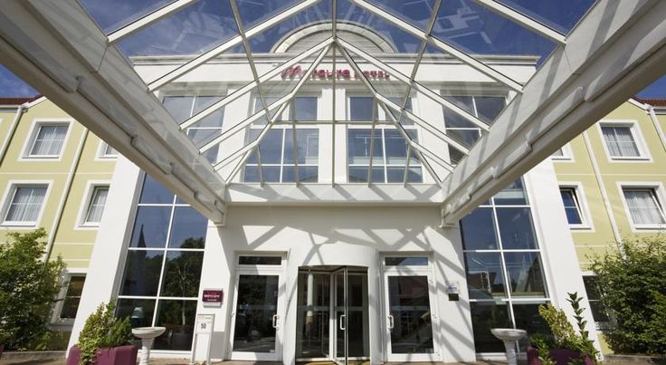 Mercure Hotel Düsseldorf Ratingen Ratingen This 4-star hotel in Ratingen is just a 7-minute drive from Düsseldorf Airport. It offers free parking, and free use of 2 neighbouring fitness studios.