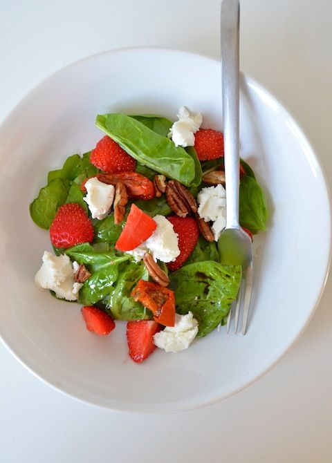 Spinazie salade met aardbeien en geitenkaas - spinach salad - strawberrys - healthy food