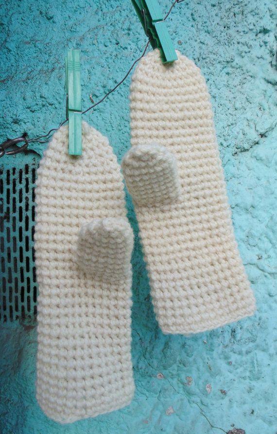 SALE Handknit white winter gloves / vintage handmade by SunnyCsc