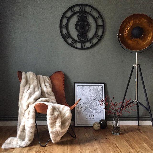 Jour de repos rime avec déco 😉 #home#myhome#appart#appartement#lille#igerslille#lillemaville#villeneuve#villeneuvedascq#nord#nordpasdecalais#hautsdefrance#deco#decoration#decorations#flat#maisondumonde#map#mapiful#kaki#fourrure#plaid#fauteuil#fauteuilpapillon#horloge#horlogerie#homesweethome#homedecoration#flowers