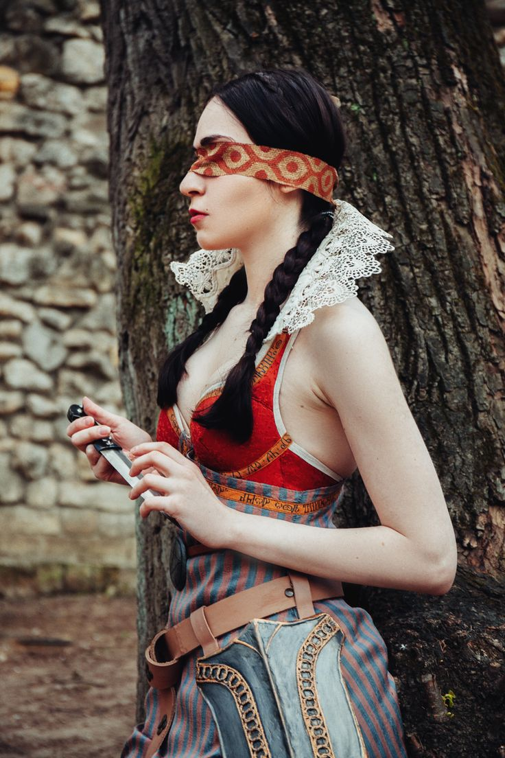 The Witcher 3: Wild Hunt, Philippa Eilhart cosplay                                                      Photo: http://kristinarevva.com/   cosplay: wolverrain