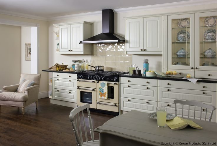 Academy Heathfield Traditional Country Kitchen in Off White