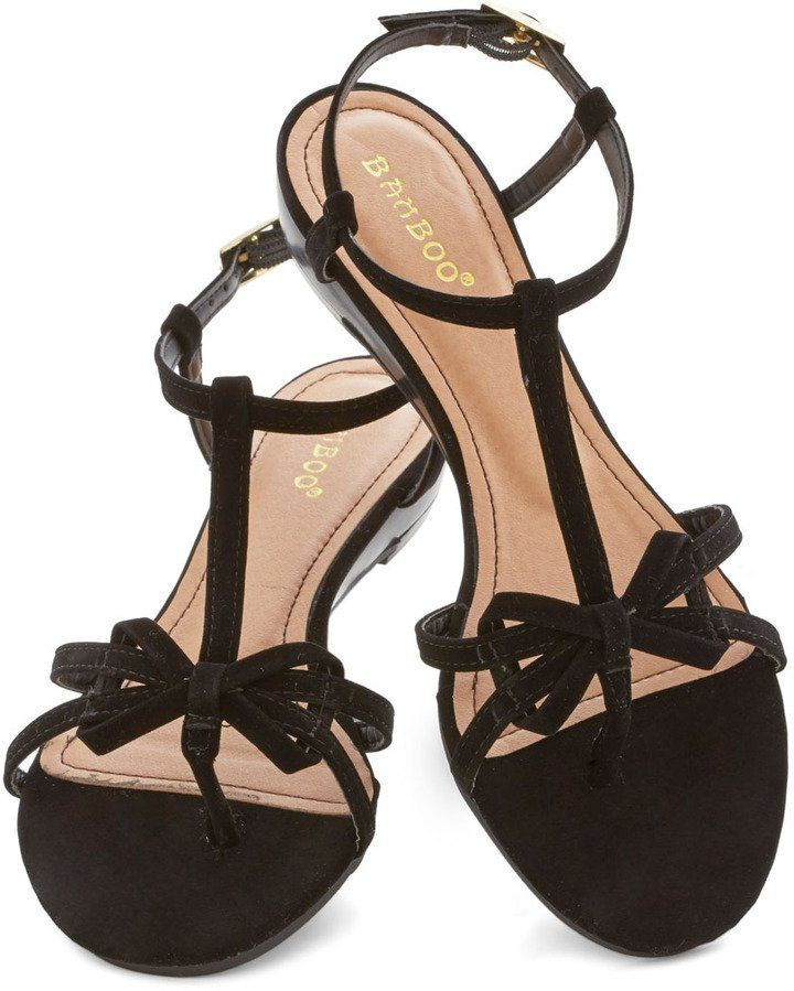 Pin for Later: Wählt eure neuen Schuhe aus: 50 preiswerte Sommerschuhe ModCloth Bow Sandale ModCloth Impromptu Date Sandal in Black ($30)