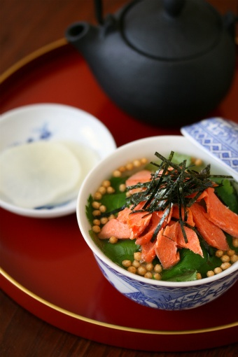 Ochazuke お茶漬け boiled rice with hot green tea ( with food such as dried fish, pickled vegetables or other seasonings )