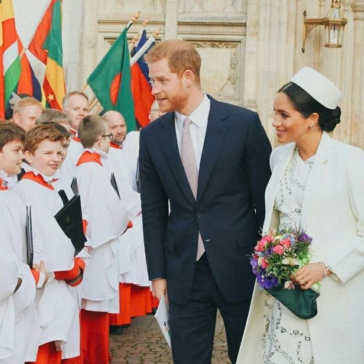 Hoje, O Duque E A Duquesa De Sussex Estão Servindo Ao